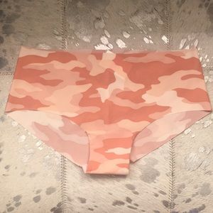 NWT Pink Victoria's Secret Hipster Sz SM